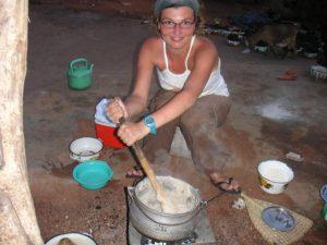 Reiskosten vrijwilligerswerk buitenland; verblijven bij een gastgezin in Afrika tijdens je vrijwilligerswerk of stage is goedkoop en gezellig!
