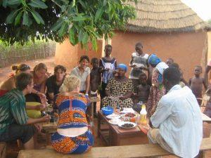 vrijwilligerswerk gastgezin; samen eten bij je gastgezin in Ghana