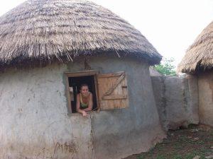 Goedkoop vrijwilligerswerk afrika; door het wonen bij een gastgezin zijn de kosten voor vrijwilligerswerk via Ontmoet Afrika laag!