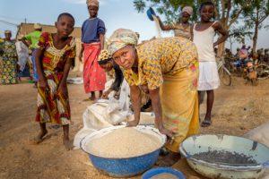 Vrouwen bereiden voedsel in Noord-Ghana